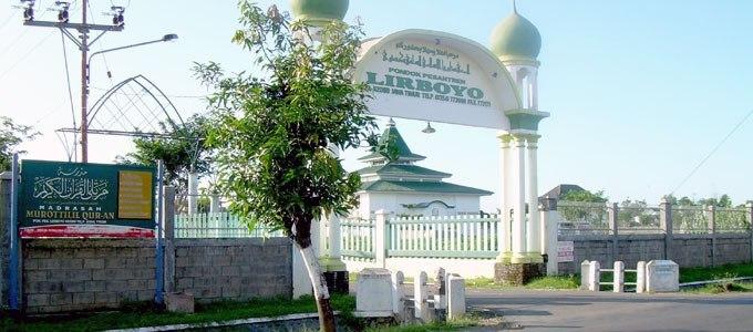 Gerbang Pondok Pesantren Lirboyo Kediri (sumber: lirboyo.net)