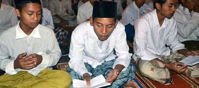 Santri Pondok Pesantren Lirboyo Kediri (sumber: lirboyo.net)