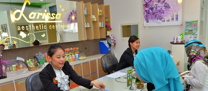 Ilustrasi: Pasien Menentukan Jenis Treatment di Larissa Aesthetic Center (credit: larissa.co.id)