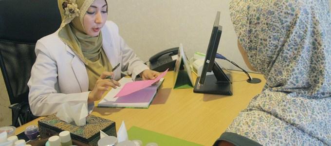 Ilustrasi: Konsultasi Perawatan Dengan Dokter (credit: larissa.co.id)